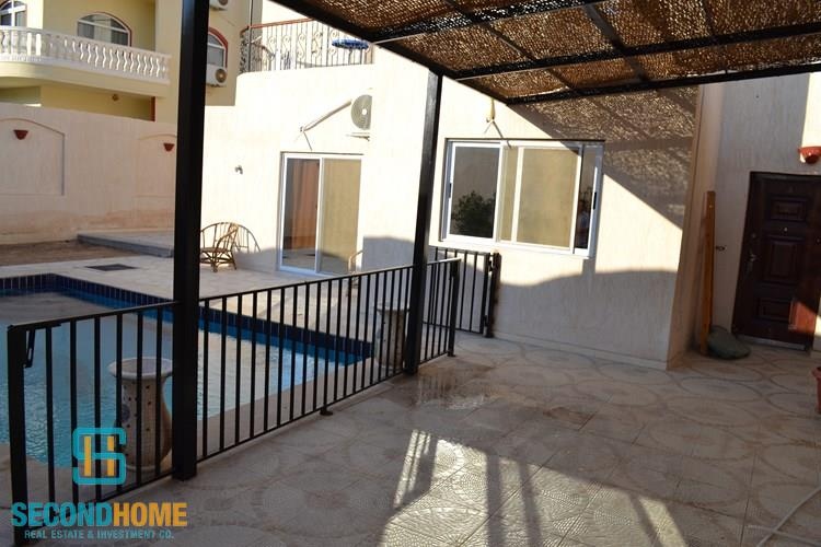 Villa for rent in Mubarak 7 area with swimming pool